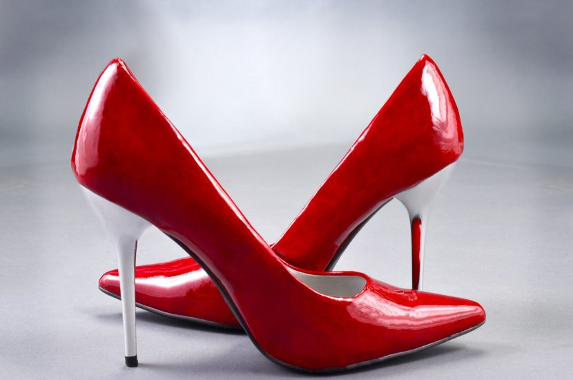 the best attitude 34c21 8d249 Scarpe rosse contro la violenza sulle donne | San Gimignano
